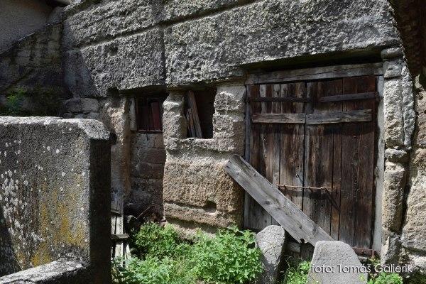 Brhlovce, skalné obydlia